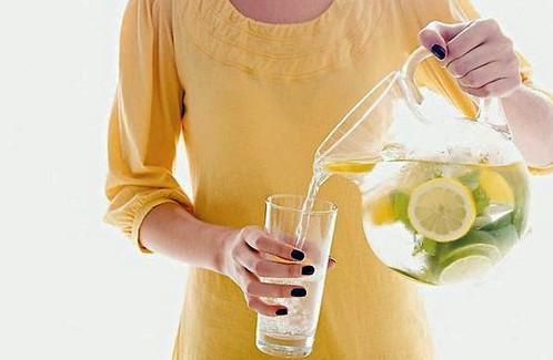 agua con limon y jengibre adelgazar